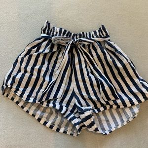 Tie striped shorts✨